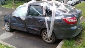 Новое наказание придумали для тех, кто бросает разбитые машины во дворе