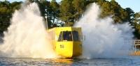 Автобус-амфибия, способный доставить пассажиров независимо от дорожных условий