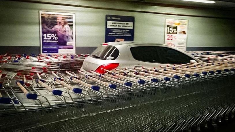 """В Аргентине креативно наказали """"короля парковки"""""""
