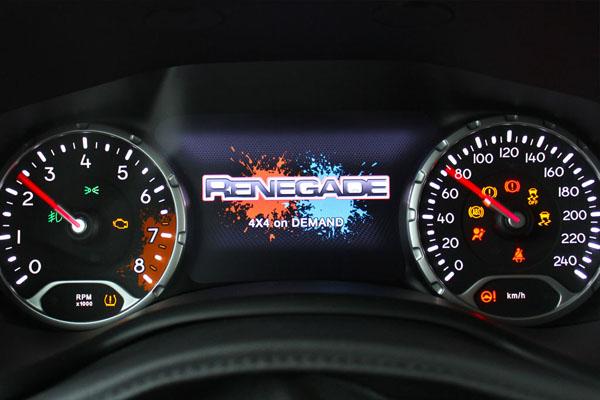 панель управления Jeep Renegade